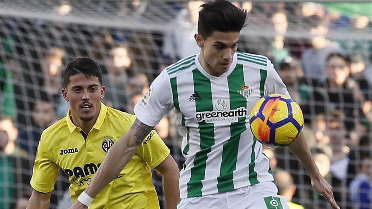 Bartra controla un balón en el partido de debut contra el Villarreal.