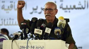 Brahim Gali pronuncia un discurso durante el congreso en el campo de refugiados de Dakhla (Argelia), este sábado.