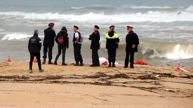 Localizado un cuerpo sin vida en la playa de Caldes d'Estrac.