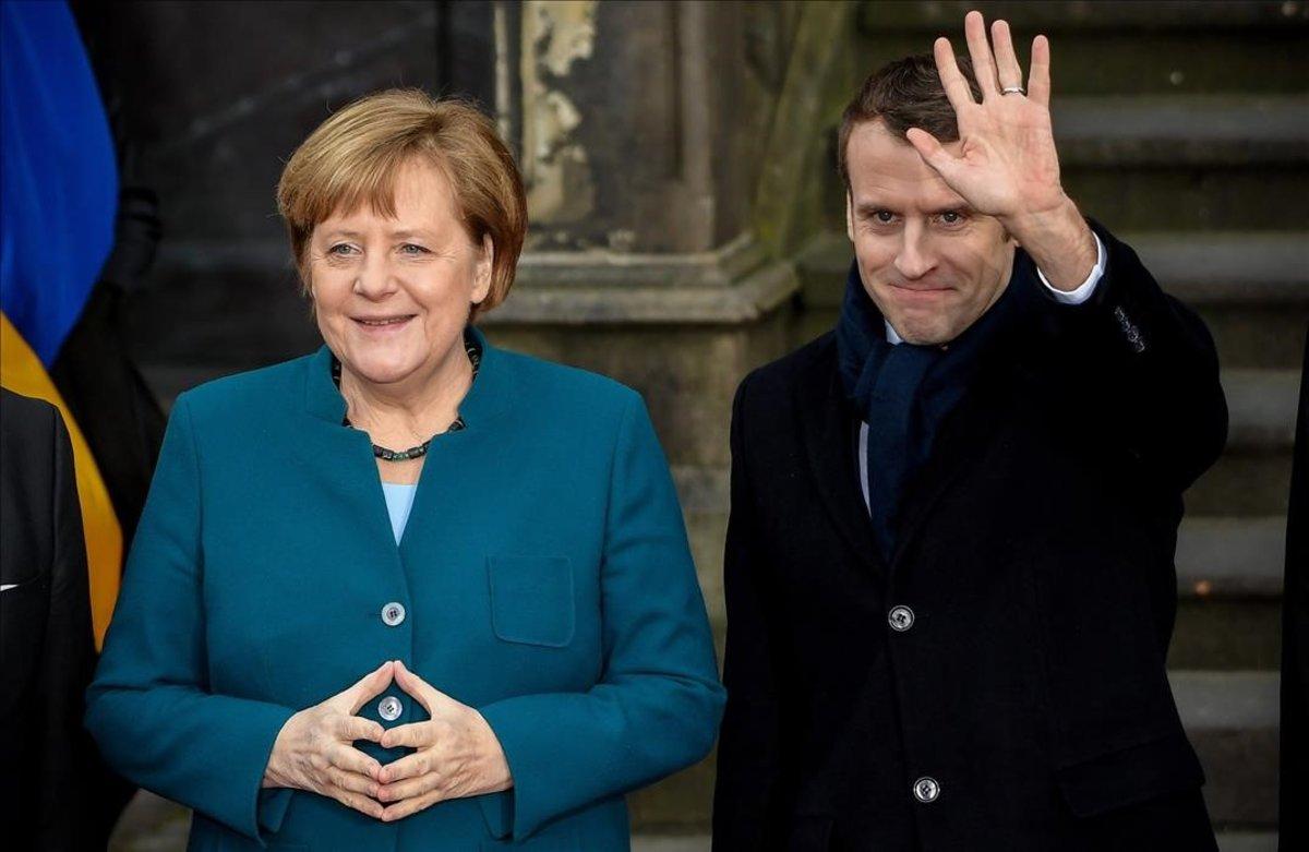 La cancillera alemana, Angela Merkel, y el presidente francés, Emmanuel Macron, a su llegada a la firma del Tratado de Aquisgrán.