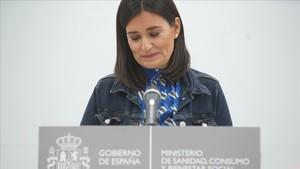 Carmen Montónministra de Sanidad,en la ruedade prensaanunciando su dimisión.