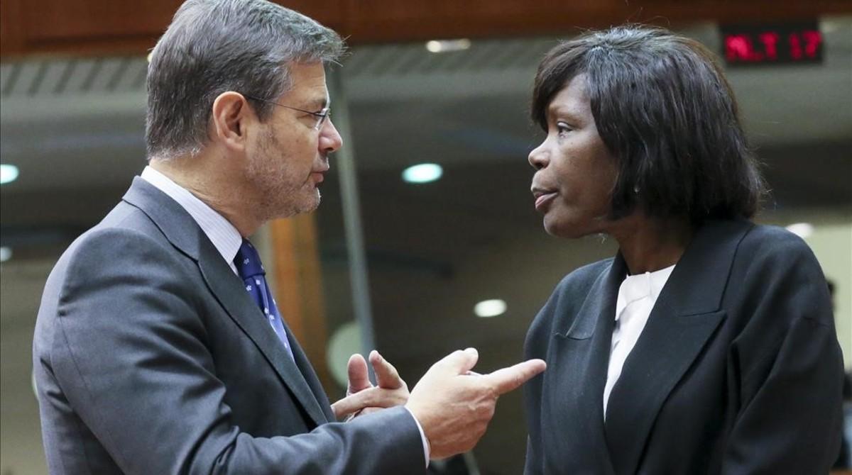Catalá habla con su colega portuguesa Francisca van Dunem en Bruselas.