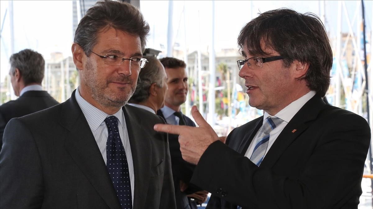 El ministro de Justicia, Rafael Catalá, y el expresident Carles Puigdemont, en octubre del 2016.