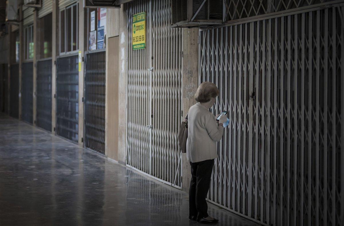 Comercios cerrados en València, el pasado mayo, en fase 0 de la desescalada.