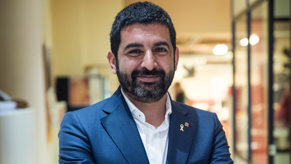 El conseller de Treball i Benestar Social, Chakir El Homrani, exige atención jurídica a los inmigrantes en las costas.