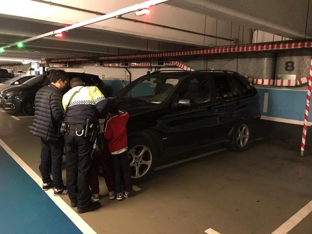 Un pare deixa els seus fills en un pàrquing de Barcelona i se'n va al casino