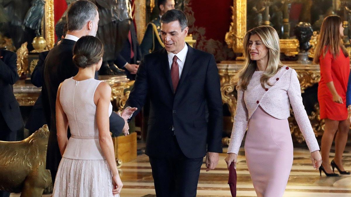 El presidente del Gobierno y su mujer se han situado junto a los monarcas, en vez decontinuar.