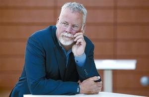 El escritor norteamericano Michael Connelly, ayer en el auditorio de la sede de RBA.