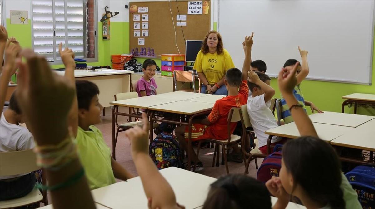 Alumnos de un colegio en hora de clase.