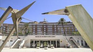 Fachada del Hospital Virgen del Rocío de Sevilla, donde desde el martesestá ingresado el primer caso confirmado de coronavirus de Andalucía.