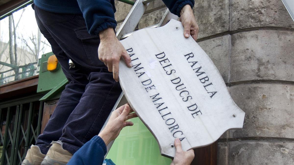 El 8 de febrero del 2013 el ayuntamiento de Palma de Mallorca retiró la placa de la Rambla.