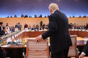 El presidente de EEUU, Donald Trump, toma asiento en el plenario de la cumbre del G20 de Hamburgo, el 7 de julio.