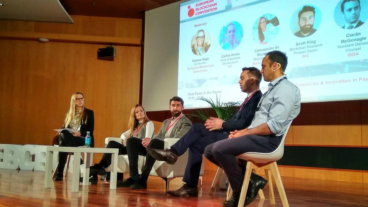 Victoria Gago (EBC), Maria Concepción de Monteverde (Santander), Scott King (ING), Ciarán McGonagle (ISDA) y Carlos Arena (R3), en el congreso European Blockchain Convention.
