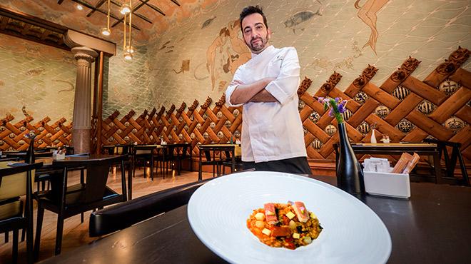 Germán Espinosa, chef de la Fonda España, enseña cómo hacer arroz de 'capipota' con anguila y manzana.