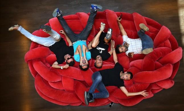 El grup Love of {Lesbian} i lactor Guillem Albà, a lHotel {Neri} de Barcelona.