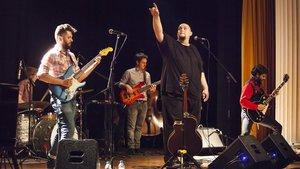 El grupo A contra blues en el Casal de la Font den Fargues.