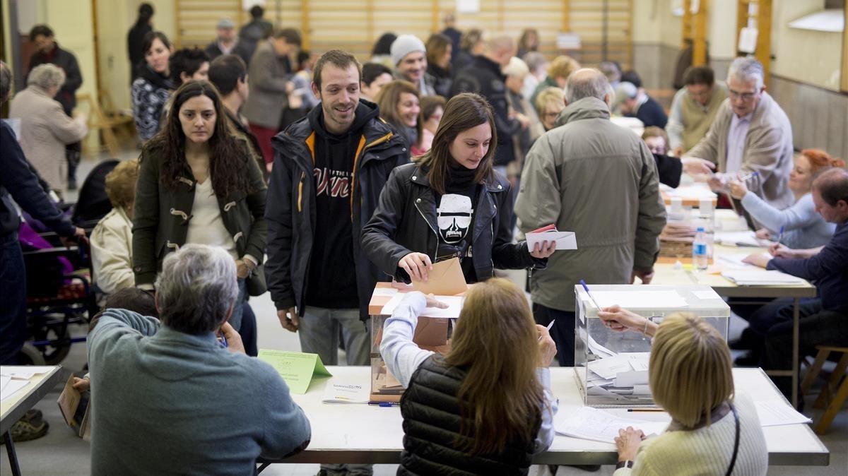 Imagen de archivo del colegio electoral IES Les Corts.