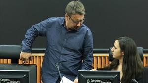 """El Ayuntamiento de Barcelona denuncia que las cargas del 1-O tuvieron """"carácter sexista"""""""