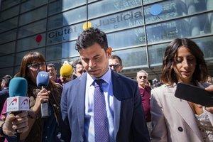 Javier Sánchez-Santos, el supuesto hijo de Julio Iglesias, saliendo de los juzgados de Valencia, hoy.