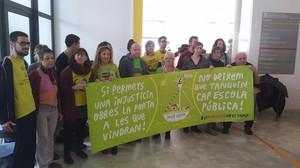 Miembros del ampa de la escuela Mar Nova de Premià de Mar, durante la ocupación de las dependencias de la Generalitat.
