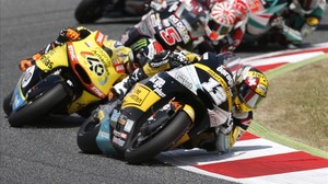 Johann Zarco lidera la carrera de Moto2 del GP de Catalunya, en Montmeló, por delante de Àlex Rins.