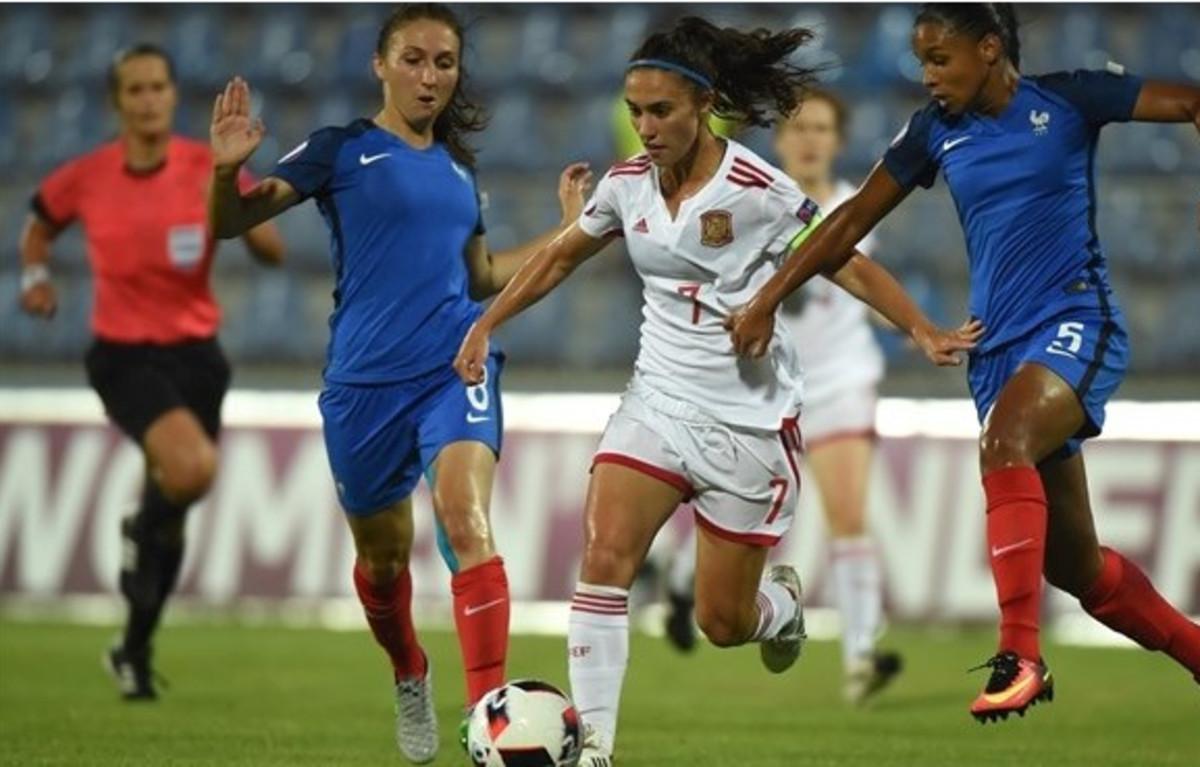 La jugadora de la selección española, Nahikari García, en una acción de la final ante Francia del Europeo sub-19.