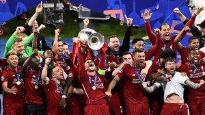 El Liverpool celebra la sexta Copa de Europa de su brillante palmarés.