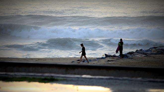 Barcelona. Lluvia y afectaciones del Huracan Leslie en Barcelona En la foto temporal en las playas de Barcelona