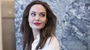 Angelina Jolie, molesta per no poder portar els seus fills a Londres