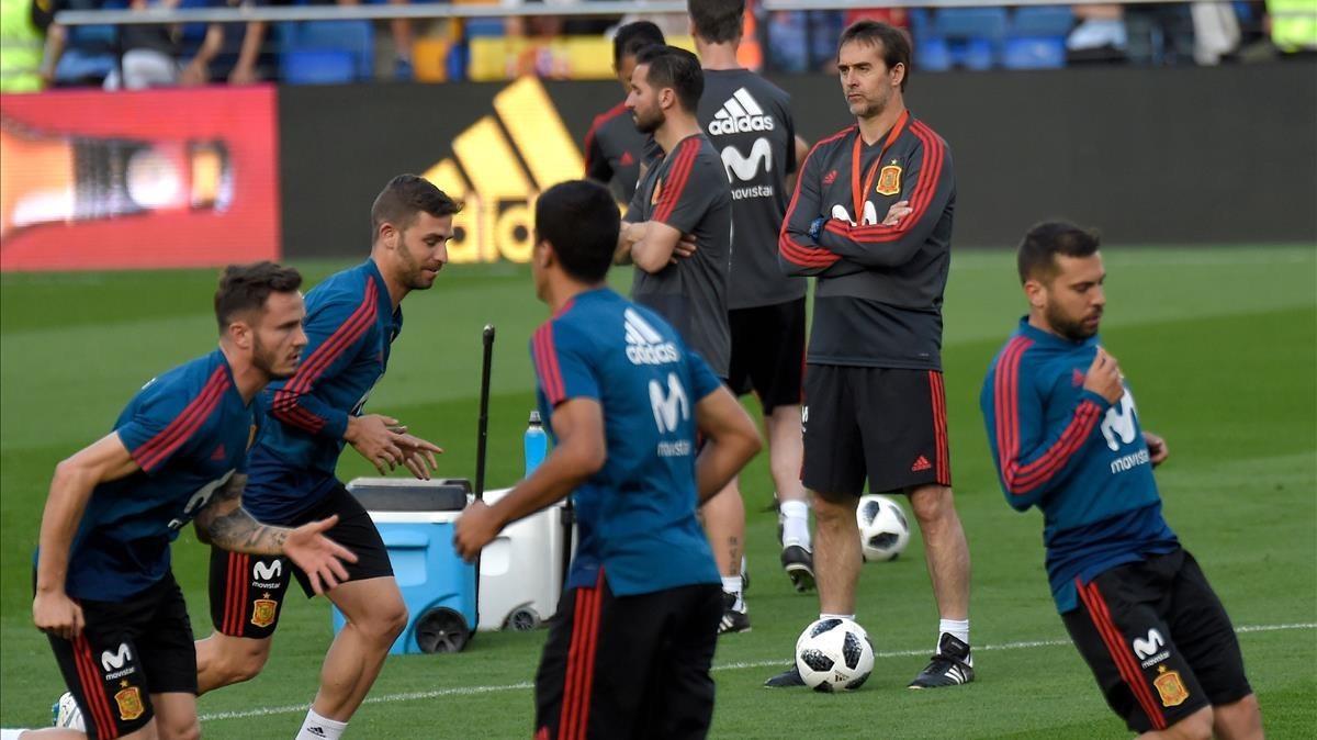 Lopetegui dirige el entrenamiento de la Roja.