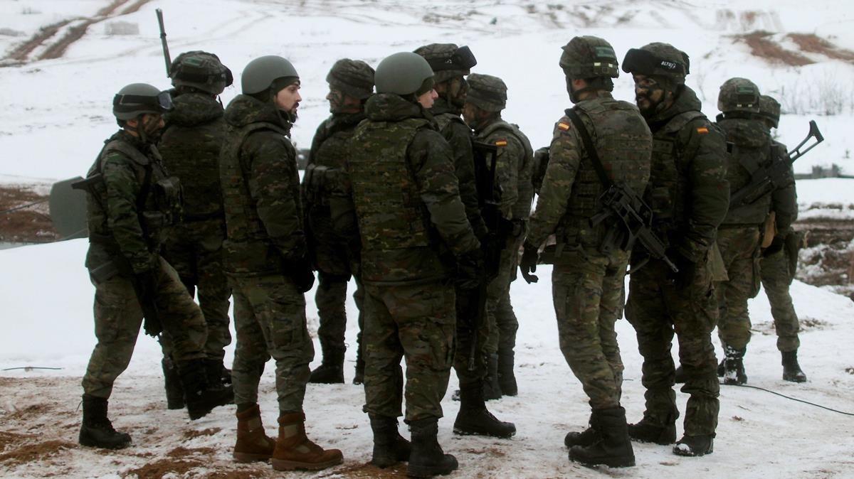 Defensa estudia que militares de 45 años puedan asumir funciones ahora externalizadas
