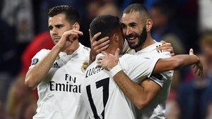 Lucas Vázquez y Benzema celebran el primer tanto del