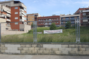 Lugar donde se ubicarían ambos equipamientos, en la plaza Mercè Rodoreda de Sant Boi