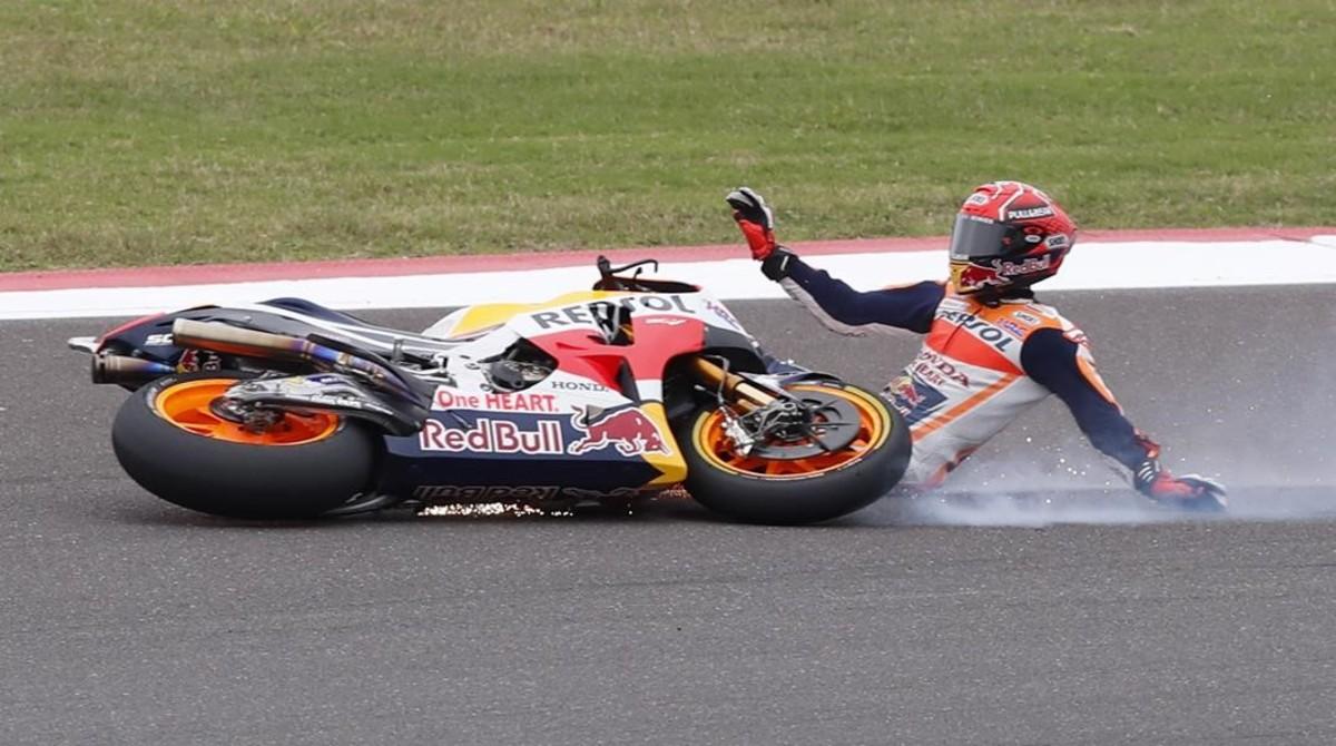 Marc Márquez, en el momento de perder el control de su Honda en Argentina.
