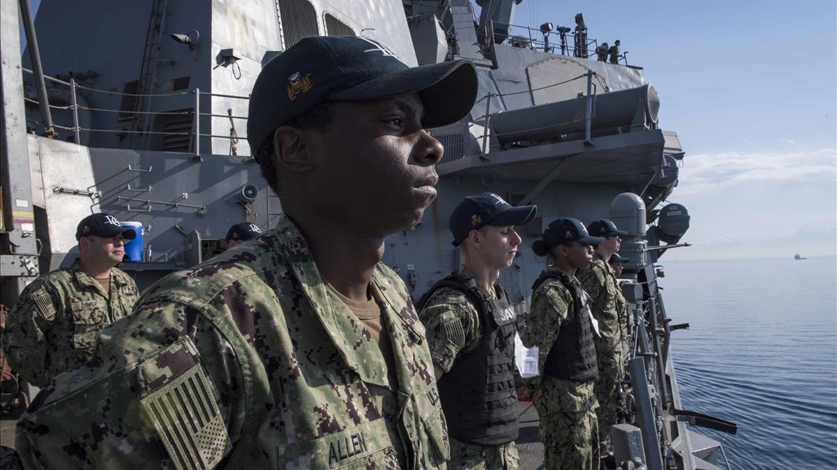 Marines de la Armada de EEUU, en lacubierta del USS Donald Cook, en dirección a Siria.