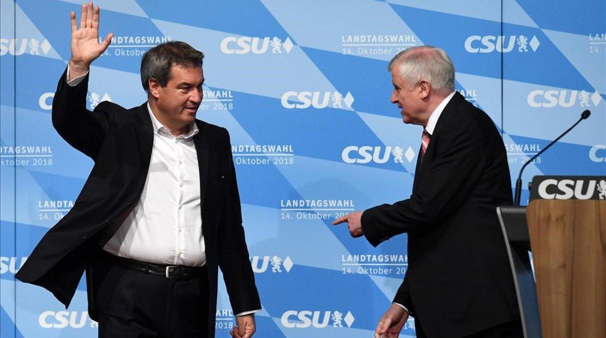 Markus Soeder (Izquierda), primer ministro de Baviera, yHorst Seehofer, ministro del Interior federal.