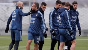 Mascherano (izquierda), con sus compañeros de la selección argentina.