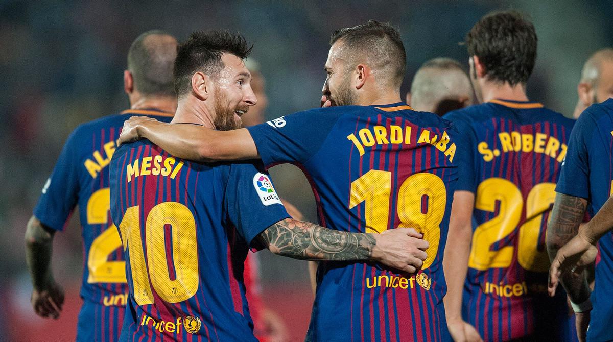 Messi y Alba comparten confidencias tras un gol del Barça.