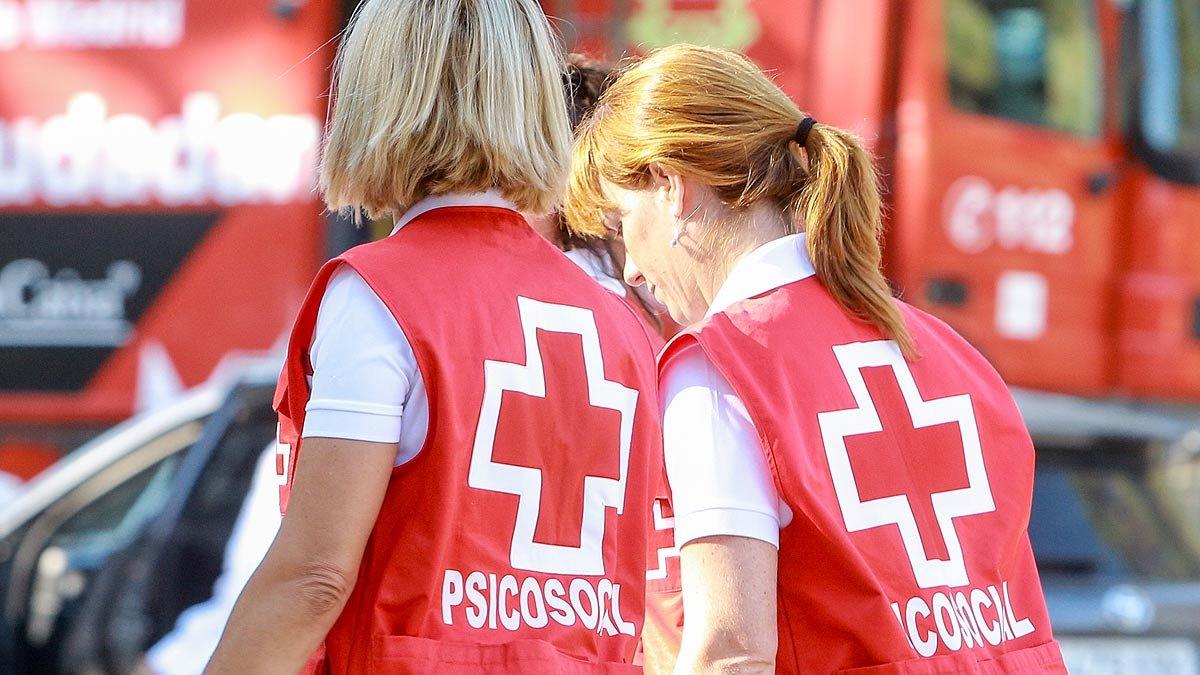 Miembros del dispositivo de emergencias por la desaparición de Blanca Fernández Ochoa, tras el hallazgo del cadáver.