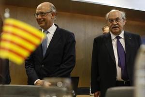 El ministro de Hacienda, Cristobal Montoro, (izquierda) en una reunión con el conseller de Economia, Andreu Mas-Colell en julio del 2014.