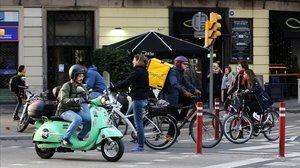 'Motosharing' y bicis en Barcelona.