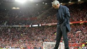 Mourinho, durante el partido del United con el Southampton en Old Trafford.