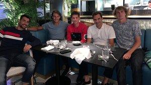 Nadal, con Fognini, Thiem, Federer y Zverev en un restaurante de Londres.