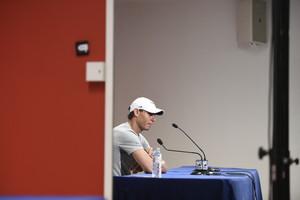 Rafael Nadal atiende a los medios informativos en Barcelona.