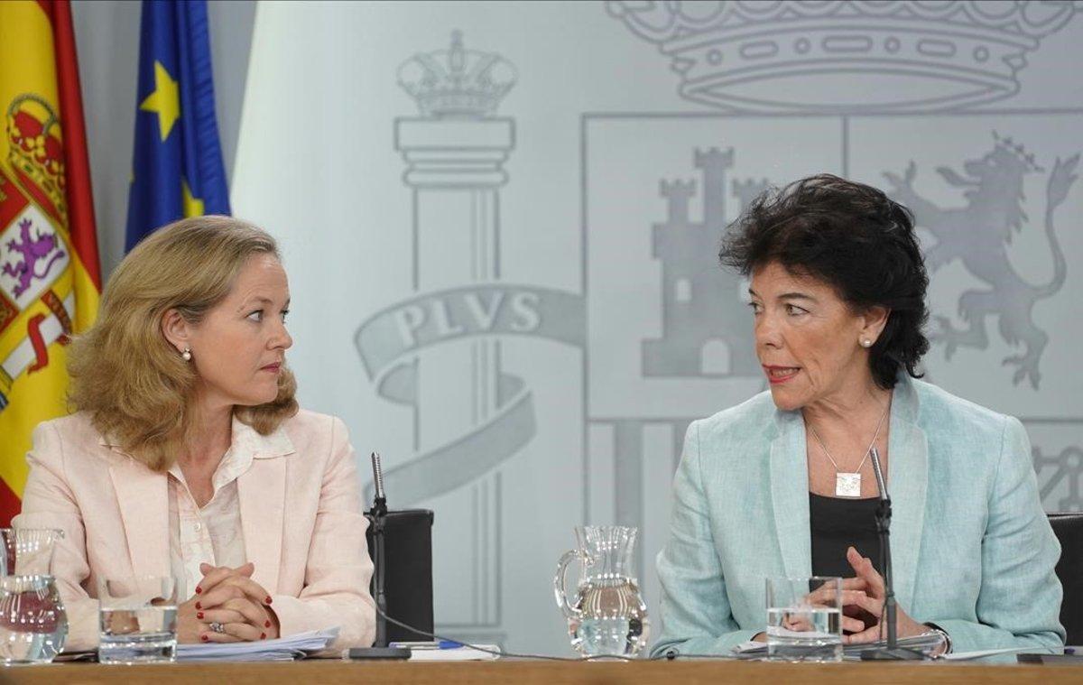 La ministra de Economía, Nadia Calviño, y la portavoz del Gobierno,Isabel Celáa, tras una reunión del Consejo de Ministros en agosto.