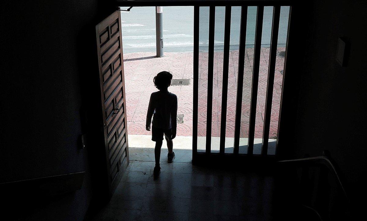 Nens que juguen sols: les conseqüències de la falta de socialització