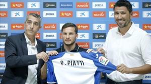 Pablo Piatti, entre Ramon Robert y Ángel Gómez, en su presentación con el Espanyol.