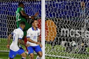 Con un doblete de Philippe Coutinho, Brasil goleó a una débil Bolivia.