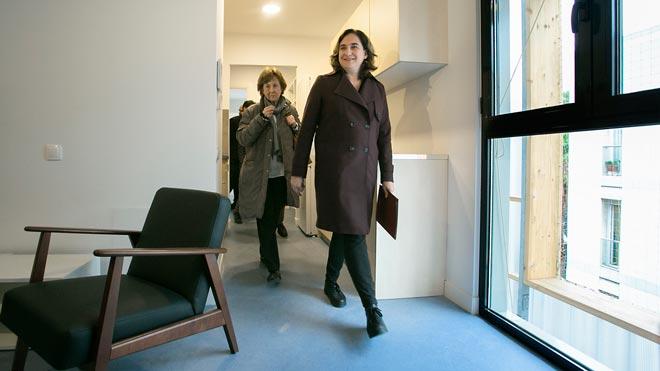 Presentación del primer edificio de pisos-contenedor para emergencias habitacionales en Barcelona.