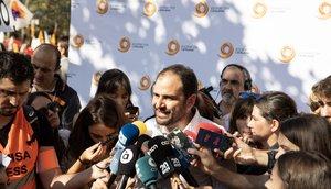 27/10/2019 El presidente de Sociedad Civil Catalana, Fernando Sánchez Costa, atiende a los medios de comunicación durante la manifestación bajo el lema 'Por la concordia, por Catalunya: Â¡Basta!', en Barcelona (Cataluña/España) a 27 de octubre de 2019.